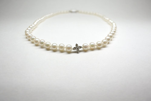 Pearl Strand Necklace with White Diamonds