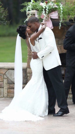 Bride and Groom share a kiss at Douglas Manor in Chelsea, AL