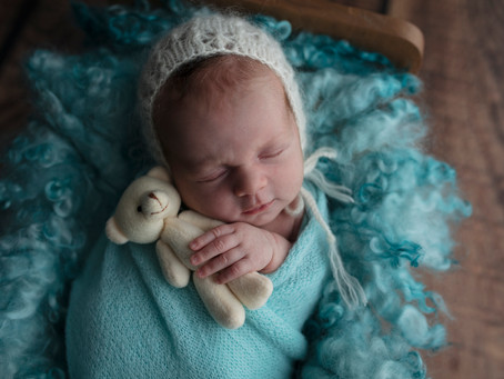 The great Elsie debate | Illawarra Newborn Photography | Nina Photography Studios (Wollongong)