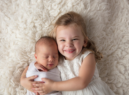 how to prepare siblings for a newborn photography session