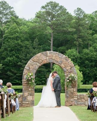 Beautiful Scenery at a ceremony in Douglas Manor in Chelsea, AL