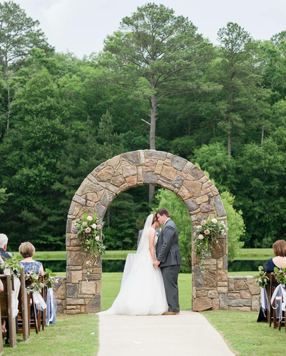 Beautiful Scenery at a ceremony in Douglas Manor in Chelsea, AL