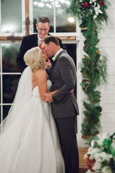 The Bride and Groom share a kiss at Bridgstreet Gallery and Loft