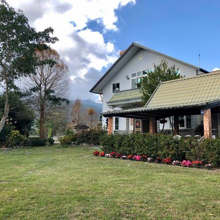 European Style White Cabin– Enjoying Quietness in the Mountains:Saobading Homestay
