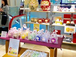 渋谷駅直結「東急百貨店 東横店」様での展示販売会は、無事に終了いたしました! まめはぴ やスワロフスキーの目の「はっぴーだるま福・夢の宝石」も、お蔭さまで大好評。皆さまのお越しに、心より感謝を申し上げ