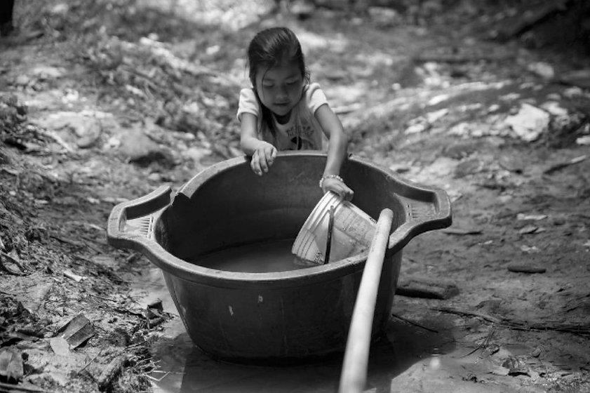 Kid_water_1.jpg