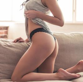 sexy-girl-in-linen-HKZKV83.jpg