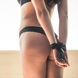 sexy-girl-in-linen-CZSZQM7.jpg