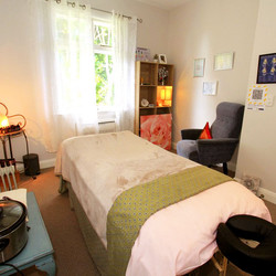 in-essence-massage-therapy-room