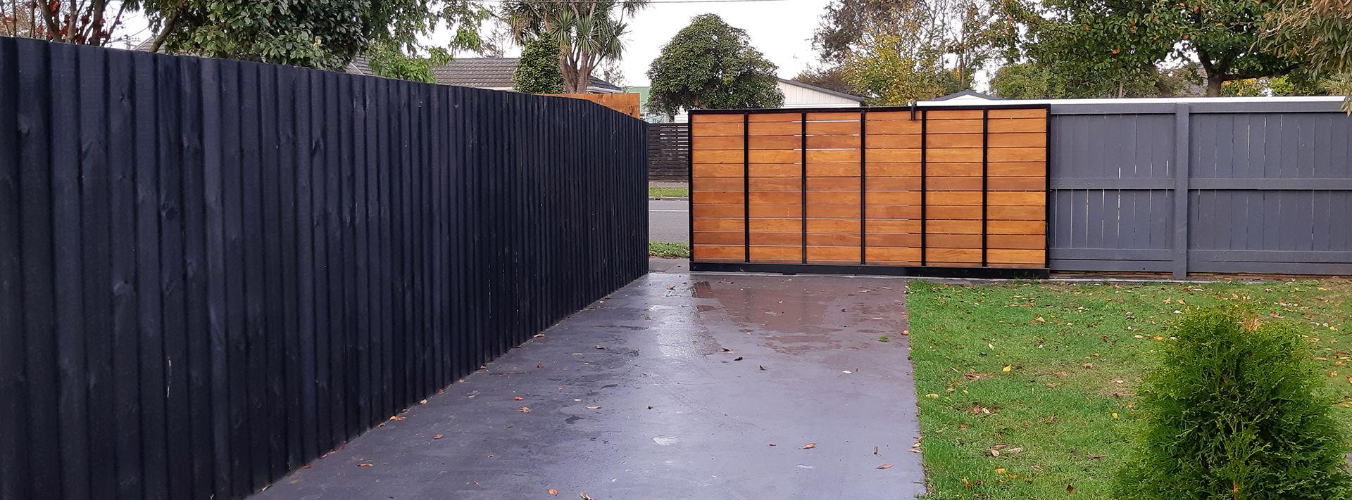 jmh-builders-gate-fence.jpg