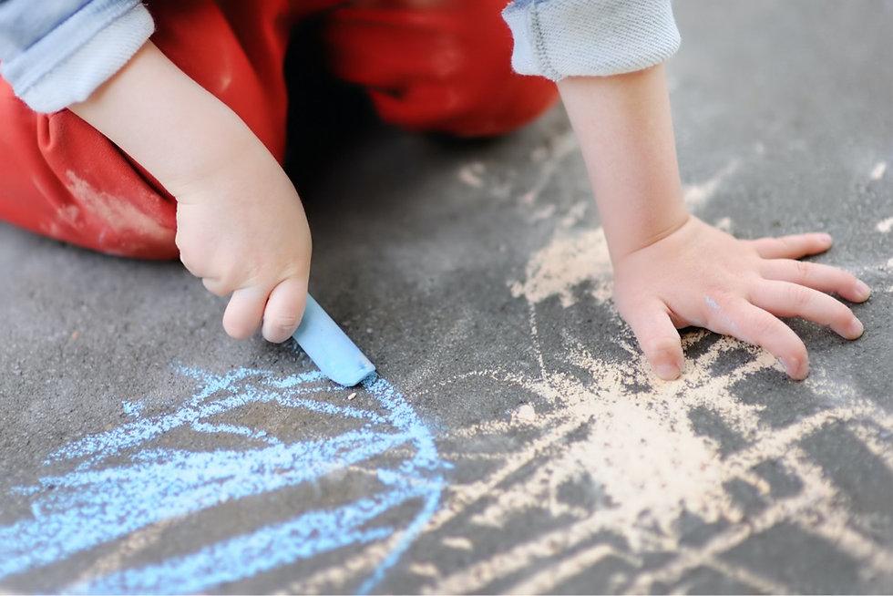 closeup-photo-of-little-kid-boy-drawing-