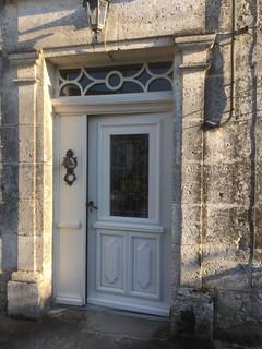 front door Les Cardinaux