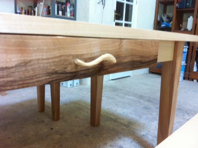 Ash & Walnut table detail - Aubeterre