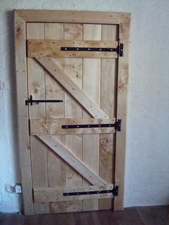 Ledge & brace door