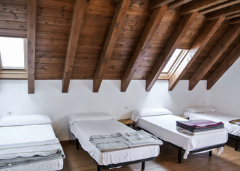 habitacion-ocho-camas-albergue.jpg