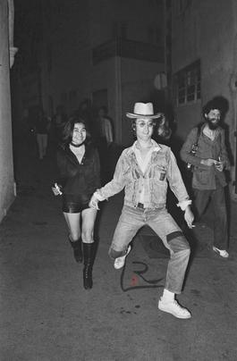 John Lennon & Yoko Ono dans la rue