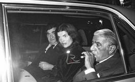 Aristote Onassis, Jackie Kennedy & Pierre Sallinger en voiture