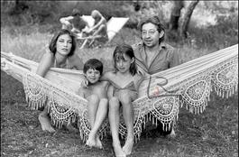 Serge Gainsbourg, Jane Birkin, leur fille Charlotte et Kate Barry