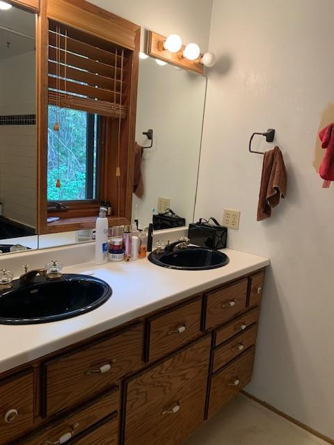 Shiloh Suite Bathroom cont'd.