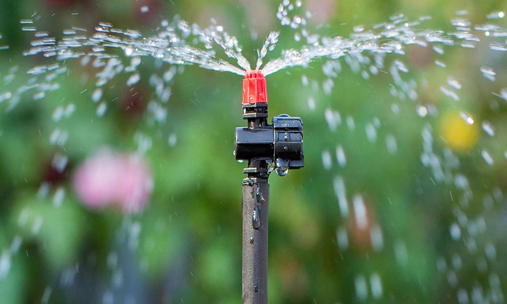Lançador, difusor de líquidos em gotas finas (se faz pela divisão de um ou mais jatos de água em uma grande quantidade de pequenas gotas no ar).