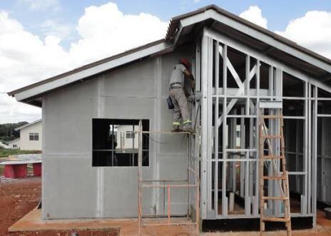É o fechamento da edificação, composto pelas paredes e pela cobertura.