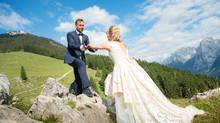 Brautkleid aus Spitze im Dirndl- und Trachten-Look
