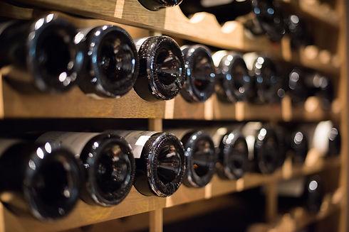 La cave d'Alice Cap Ferret vous propose plus de lus de 600 références en Grands Crus du Bordelais et de France, Spiritueux, Champagnes,Bières, avec un large choix de petits producteurs coups de cœurs, passionnants et passionnés