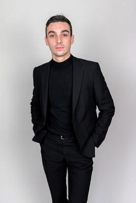 Veste de costume et col roulé noir