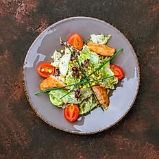Салат с семгой, обжаренной на гриле