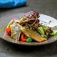 Салат с сибасом