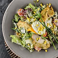 Салат с сочной куриной грудкой, обжаренной на гриле