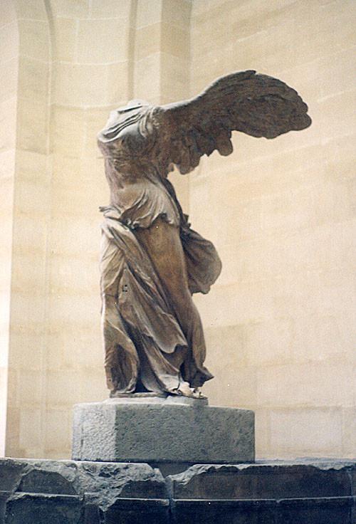 A Vitória de Samotrácia, no museu do Louvre.