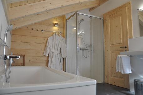 Badezimmer-chalet-Ernen-Wallis.JPG