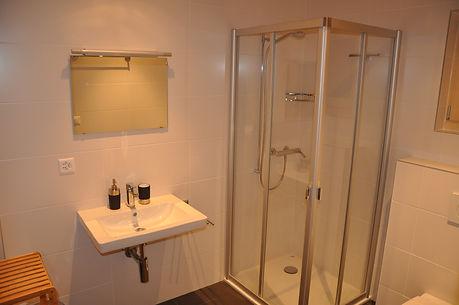 Badezimmer-untergeschoss-chalet-Antoinet