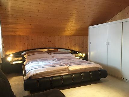 08 Grote Slaapkamer (1).JPG
