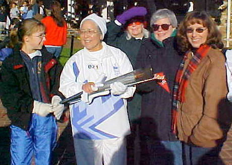 Rosa-Dolores-with-olympic-torch.jpg