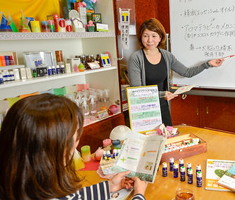 沖縄那覇のAEAJ総合資格認定校アロマテラピーかふ~授業風景