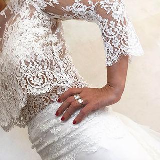 Haut de mariée à manches Quiqui Lamothe en dentelle de Calais et jupe de mariée taille basse drapée