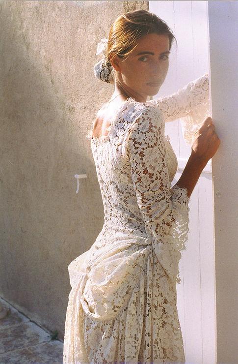 Robe de mariée en dentelle bohème de Calais coton qui se remonte en court-long pour le soir et petits boutons dos