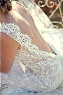 Robe de mariée bohème dos nu en dentelle fine de calais