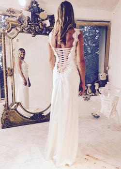 robe-mariee-grand-dos-nu-lace-mireille-d-arc-boheme-vintage-couture-quiquilamothe-createur-atelier-q