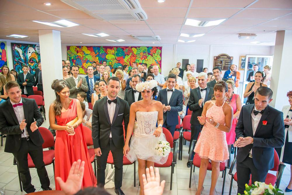 aix-en-provence-mariage-lyunes-provence-couronne-de-fleurs-quiqui-lamothe-robe-mariee-courte-tulle-b