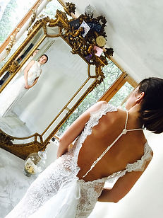 Robe de mariée dentelle 'Lilas' Quiqui lamothe, grand dos nu à traine, bijou 'Jewels by Coco' jupon nude