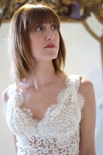 Robe de mariée bohème Quiqui Lamothe dentelle décolleté V