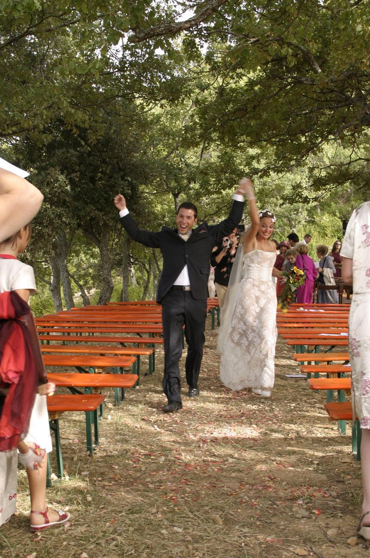 mariage-nature-boheme-sivergues-joie-bonheur-quiquilamothe-robe-mariee-aix-en-provence-corset-bustie