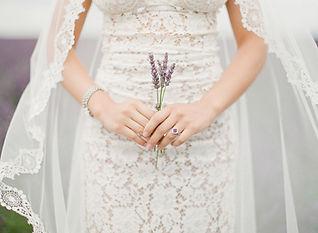 Robe de mariée dentelle Quiqui Lamothe bohème dans les lavandes de Valensole