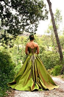 Robe de mariée bohème Quiqui Lamothe soie verte bustier nature