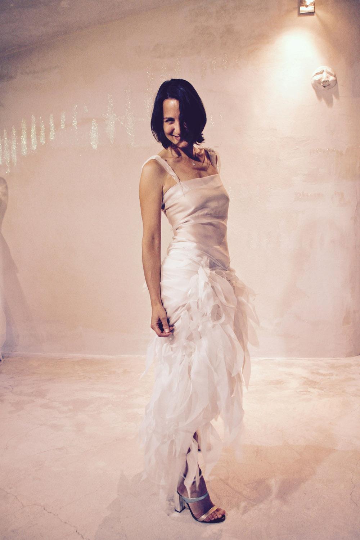 robe-mariee-sur-mesures-originale-transparente-legere-effet-plume-organza-boheme-quiquilamothe-aix-e