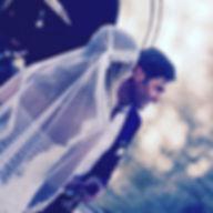 Robe de mariée dos nu plongeant Quiqui Lamothe, un dos à la Mireille Darc version lacée, en soie chanvre, mariage bohème à Vaugines à la manon des sources