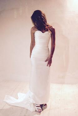 robe-mariee-simple-epuree-bustier-drape-soie-sur-mesures-couture-quiquilamothe-atelier-chic-quiqui-l
